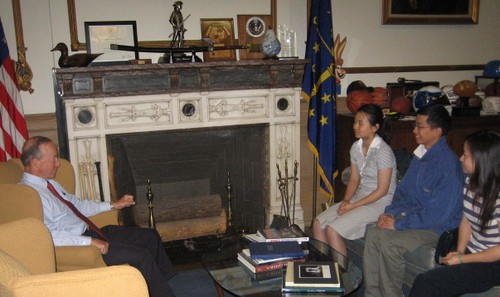Visit_with_governor_daniels